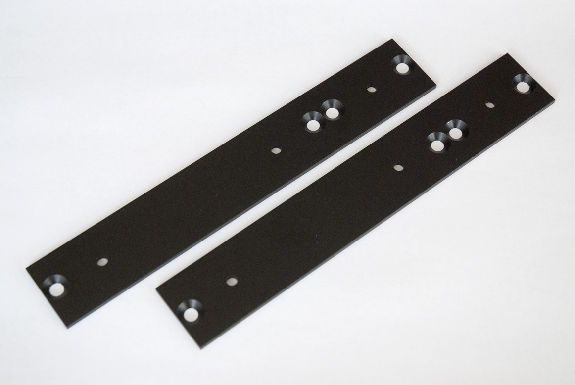 Clicks & Clocks 4U side panel black